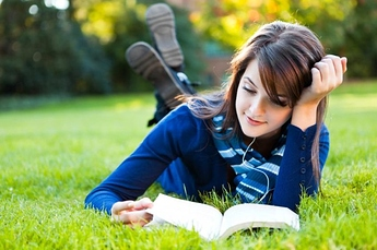 woman-reading-book-768x511